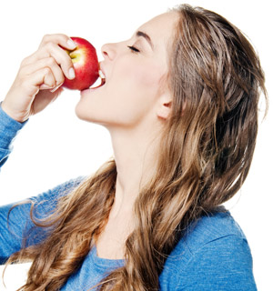 Ácido da fruta ataca o esmalte dos dentes